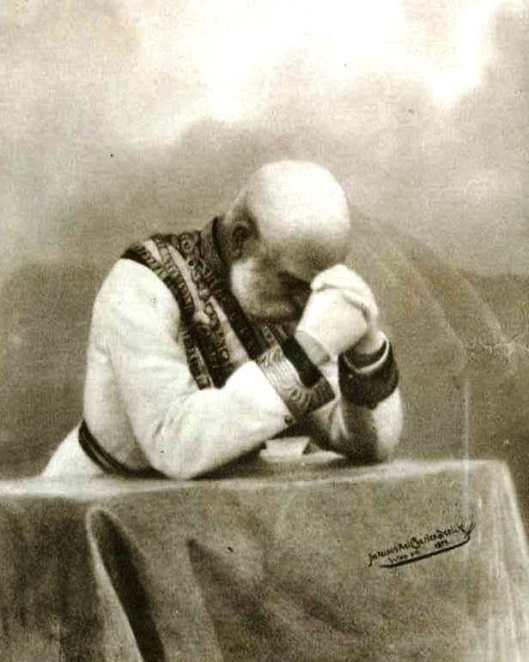 franz-josef-in-prayer